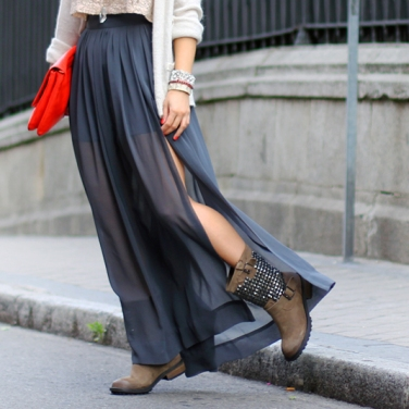Studded-boots-long-skirt-street-style-collagevintage-7