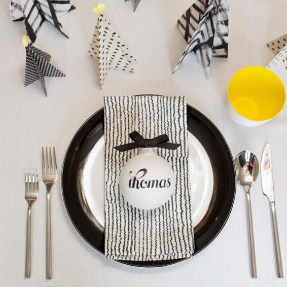 mesa-de-navidad-en-negro-blanco-y-amarillo-1