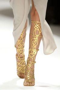 outfits-con-tacones-dorados-5